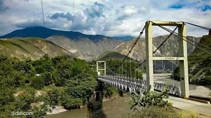 El puente principal para el ingreso al bello Municipio llamado Cepitá el Corazón del Chicamocha