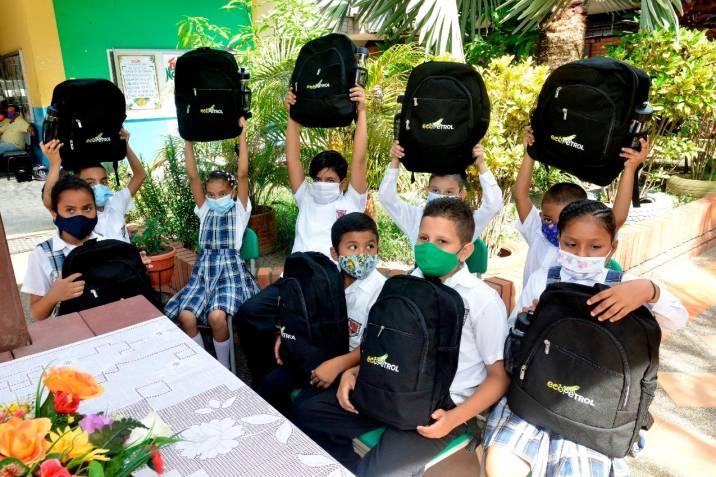kits escolares para más de 20.000 estudiantes del Puerto Petrolero