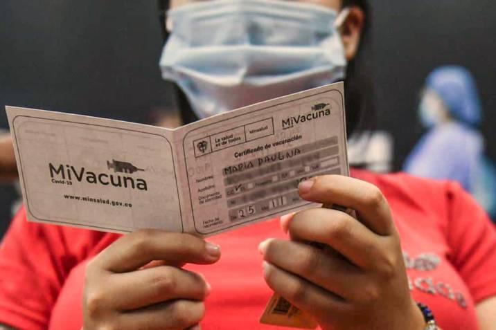 En Bucaramanga proponen exigir carné de vacunación en bares, tabernas y restaurantes.