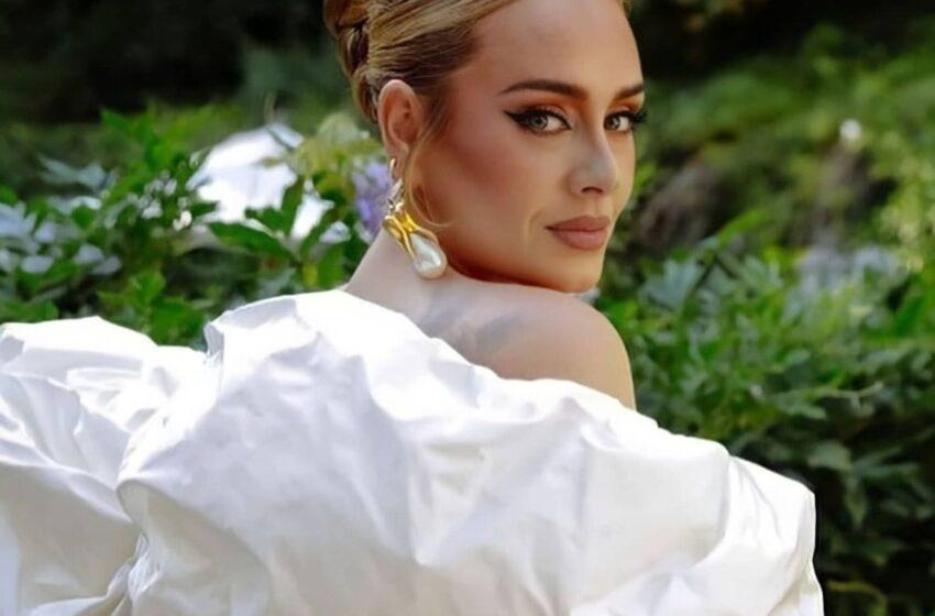 la británica Adele sorprendió este jueves a sus seguidores con el estreno del sencillo Easy on Me